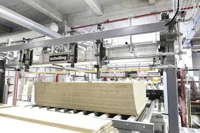 中国橱柜十大品牌我乐IMA生产线--精确到0.1mm的裁板工艺